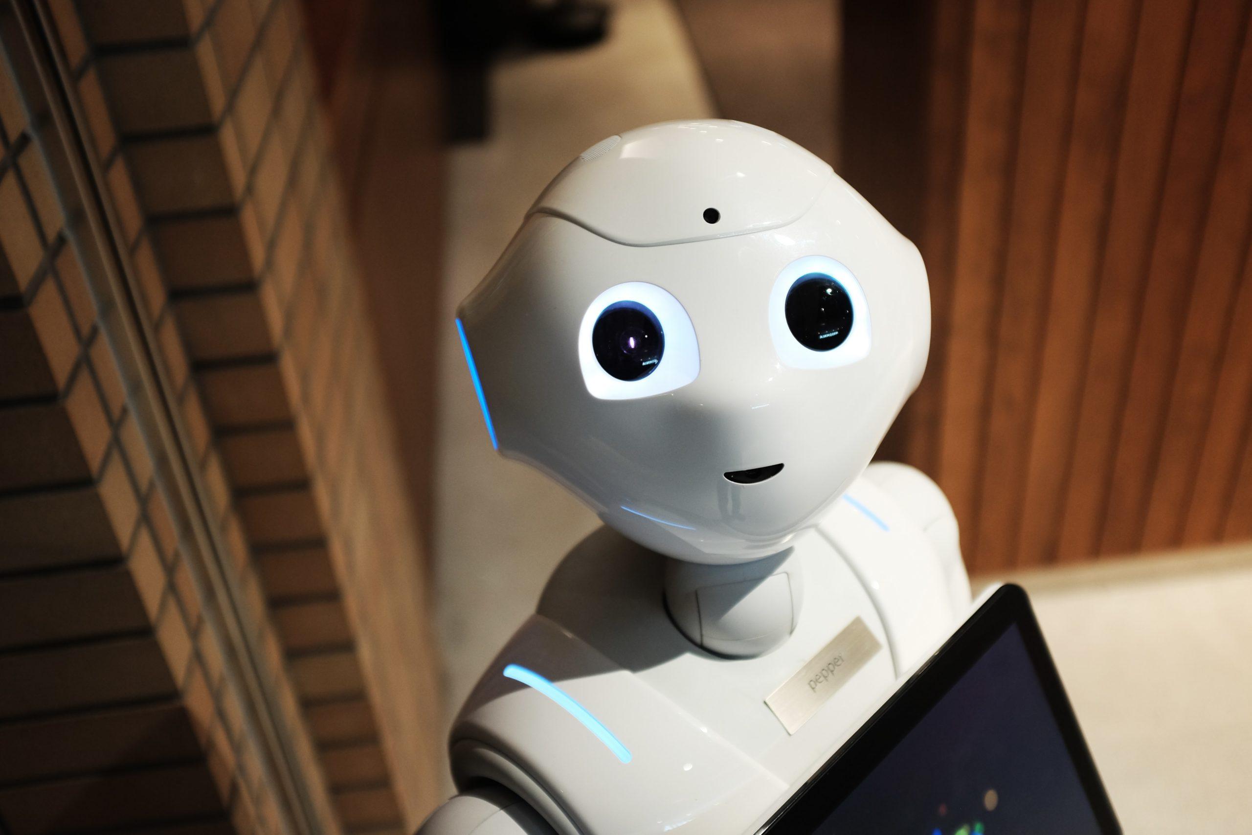 Digitalizarea și robotizarea vor schimba piața muncii în România